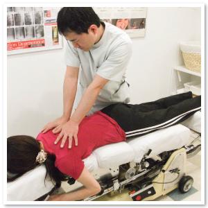背中の痛み 治療 守口市